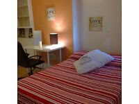 BIG double bedroom in a great flatshare! Real Pics, Real Room!