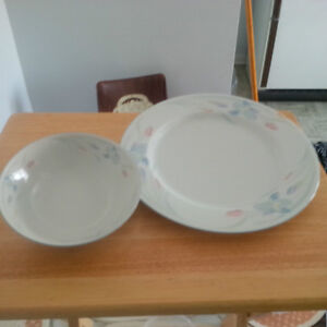 New- Dinner Plate, side bowls, cup/saucer set for 6 London Ontario image 1