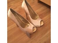 Ladies shoes, size 6