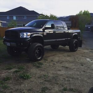 2008 dodge 3500 megacab lifted