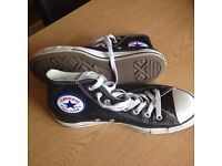 Converse size 7 as new trainers