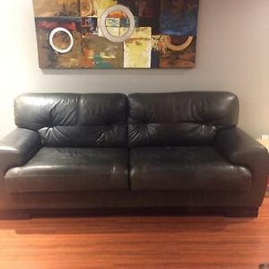 Leather sofa and love seat London Ontario image 3