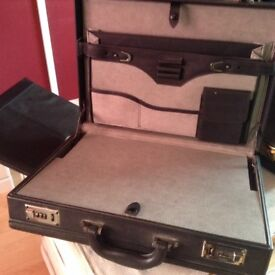 Briefcase x2 and Folder