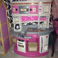 Step 2 play kitchen and play good/toys