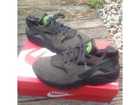 Nike air huaraches trainers uk size 6