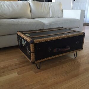 Antique Black Suitcase Trunk Coffee Table on black Hair Pin Legs