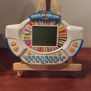 VINTAGE WHEEL OF FORTUNE ELECTRONIC GAME(1998)