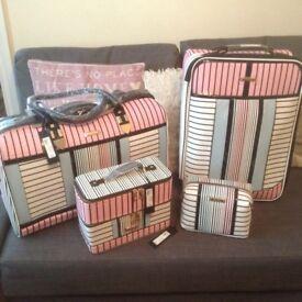 River island suitcase set