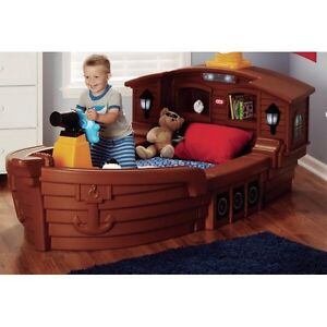 Little Tikes Pirate Ship Bed and Mattress Cambridge Kitchener Area image 6