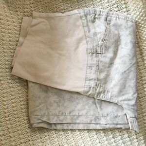 Thyme Maternity pants and shorts size large