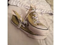 Size 6 'Converse' type Shoes