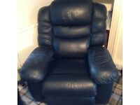 LA-Z-BOY COOLER RECLINER MASSAGE CHAIR