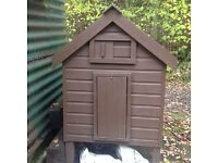 A very good condition chicken house will house up to 6 hens