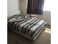 Spacious bright double room in palmers green