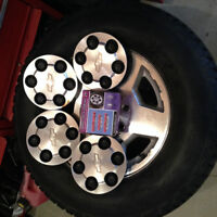 Center Wheel Hub Caps and Extra Nuts Avalanche GM GMC Chevy