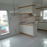Bright and spacious 5 1/2 in St. Leonard for rent.