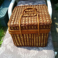 Wicker Basket with Plates & Cuttlery