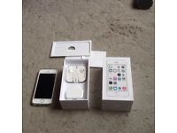 Apple iPhone 5s white/silver all complete locked to ee