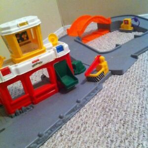 Fisher Price Airport, Little People and Helicopter