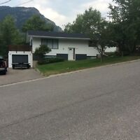 Beautiful Crowsnest Pass Home