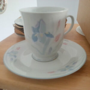 New- Dinner Plate, side bowls, cup/saucer set for 6 London Ontario image 3