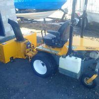 Tracteur Walker Mower 27HP + tondeuse 52 pouces + souffleuse