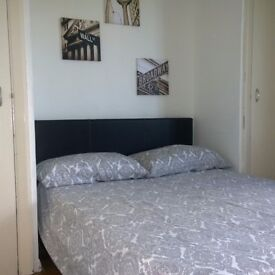 *Fantastic & cheap double bedroom in Mile end*dont miss it!