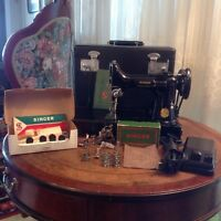 SINGER FEATHERWEIGHT SEWING MACHINE WITH ACCESSORIES
