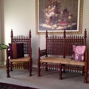 Love seat and two chairs traditional eastern style beautiful set Kitchener / Waterloo Kitchener Area image 1