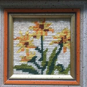 Cross stitch flower in frames West Island Greater Montréal image 4