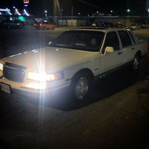 1997 Lincoln TownCar 180Kms Leather Sunroof Must Go $1200