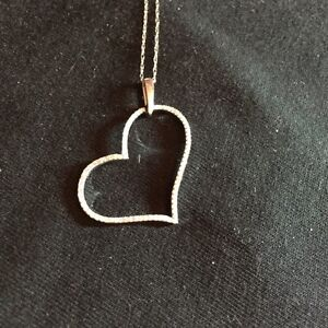 NEW VERY SPARKLY DIAMOND AND WHITE GOLD HEART NECKLACE