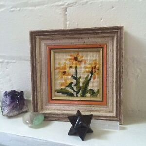 Cross stitch flower in frames West Island Greater Montréal image 7