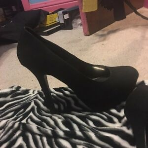 Size 10 woman's high heels  London Ontario image 4