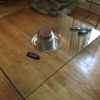 Glass coffee table // perfect condition