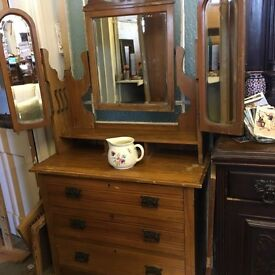 Beautiful antique dressing table ~ chest of drawers t