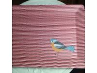 🐥 💛❤️Large red Birdie print trays Brand new