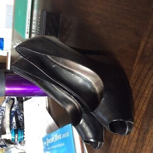Spring heels peep toe size 7.5, lightly used black