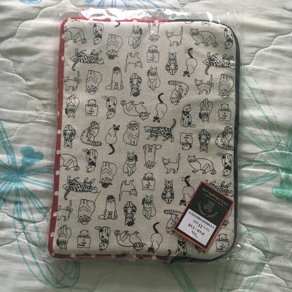 Brand New Cream Zip Laptop Cover with Cats Print