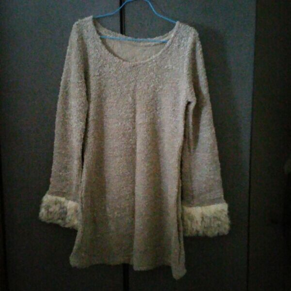 winter Top With Furry Sleeves