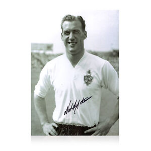 BOLTON-WANDERERS-Signed-NAT-LOFTHOUSE-Posed-Photo