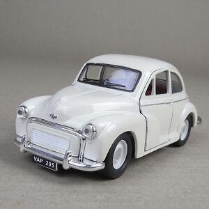 Morris Minor 1000 1956 Die-Cast Model Car 1:26 Scale Open Doors Pull-Back Cream
