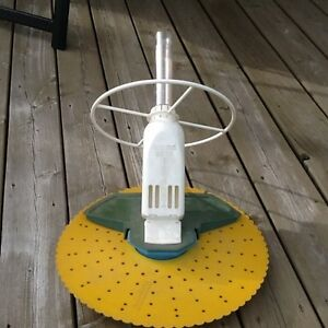 Robot baracuda terrasse et jardin dans qu bec petites for Balayeuse automatique piscine