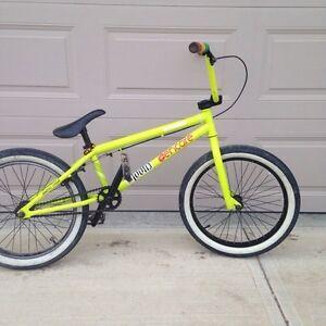 Custom verde BMX bike
