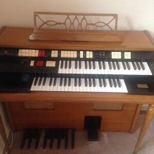 electric organ and piano for sale