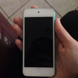 32 gb 5th generation white with blue back iPod touch