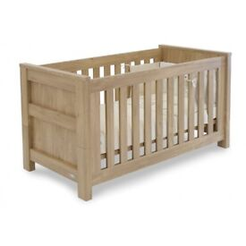 Babystyle Bordeaux cotbed and drawers