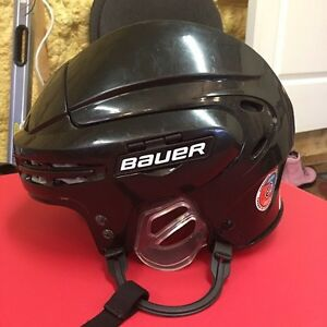Bauer hockey helmet  West Island Greater Montréal image 1