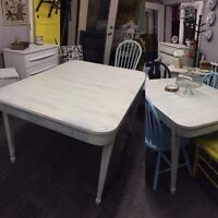 ANTIQUE SHABBY CHIC DINING TABLE $280