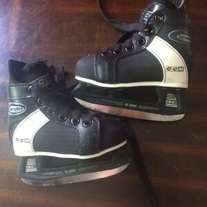 Hockey skates size 8 Kitchener / Waterloo Kitchener Area image 1